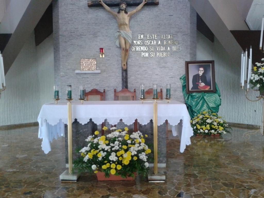 Chiesa dell'Hospitalito della Divina Provvidenza: altare su cui fu assassinato Oscar Romero