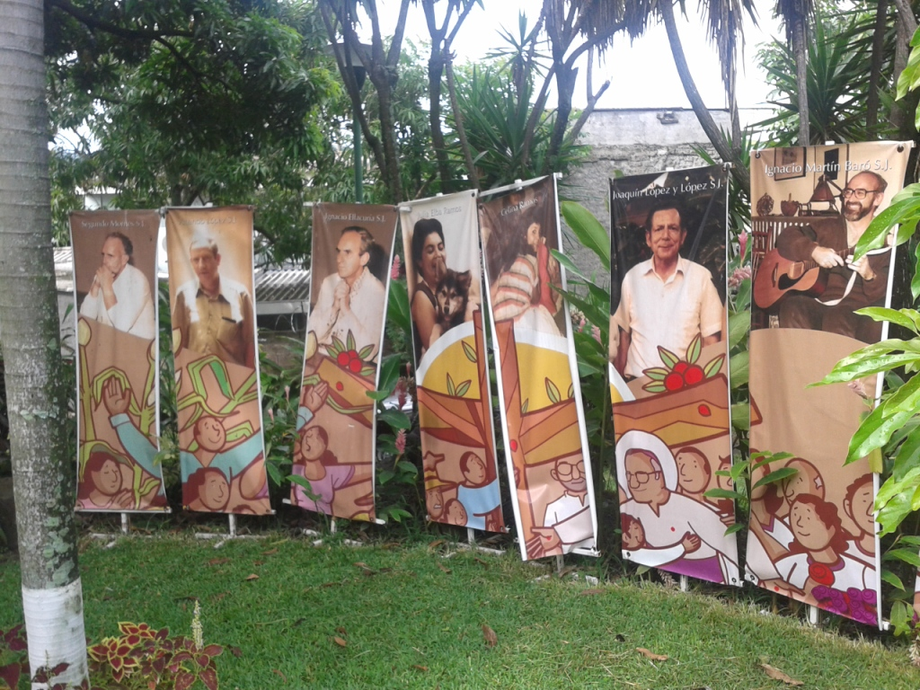 Università centroamericana (UCA): il Giardino dei Martiri con le immagini di Ignacio Ellacuria, degli altri cinque docenti e delle due donne assassinate
