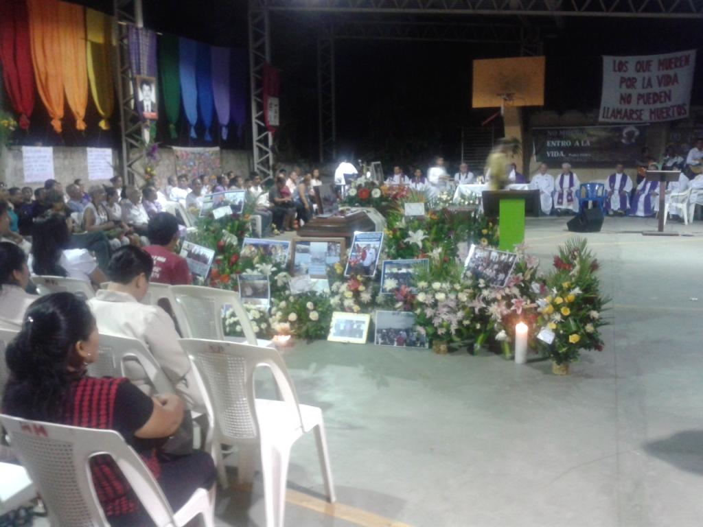 Il funerale di padre De Klercq con il salvador delle Comunità di Base
