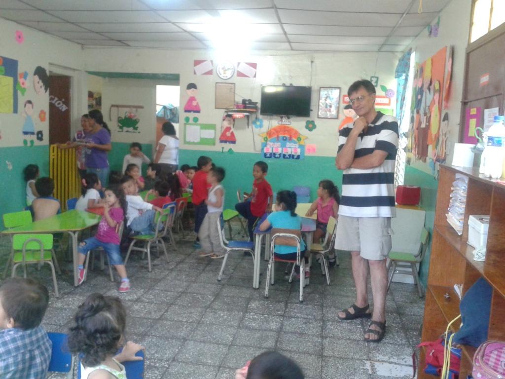 In visita ad un Centro Scolastico promosso dal Movimento salvadoregno delle donne