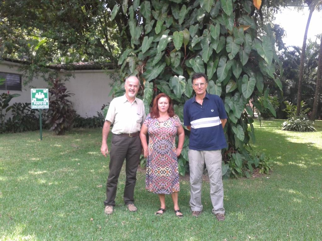 Incontro all'Ambasciata italiana con l'ambasciatrice, sig.ra Tosca Barucco, e il prof. Mario Micheli, delegato del rettore del'Università di RomaTre per i propgetti di cooperazione in Salvador