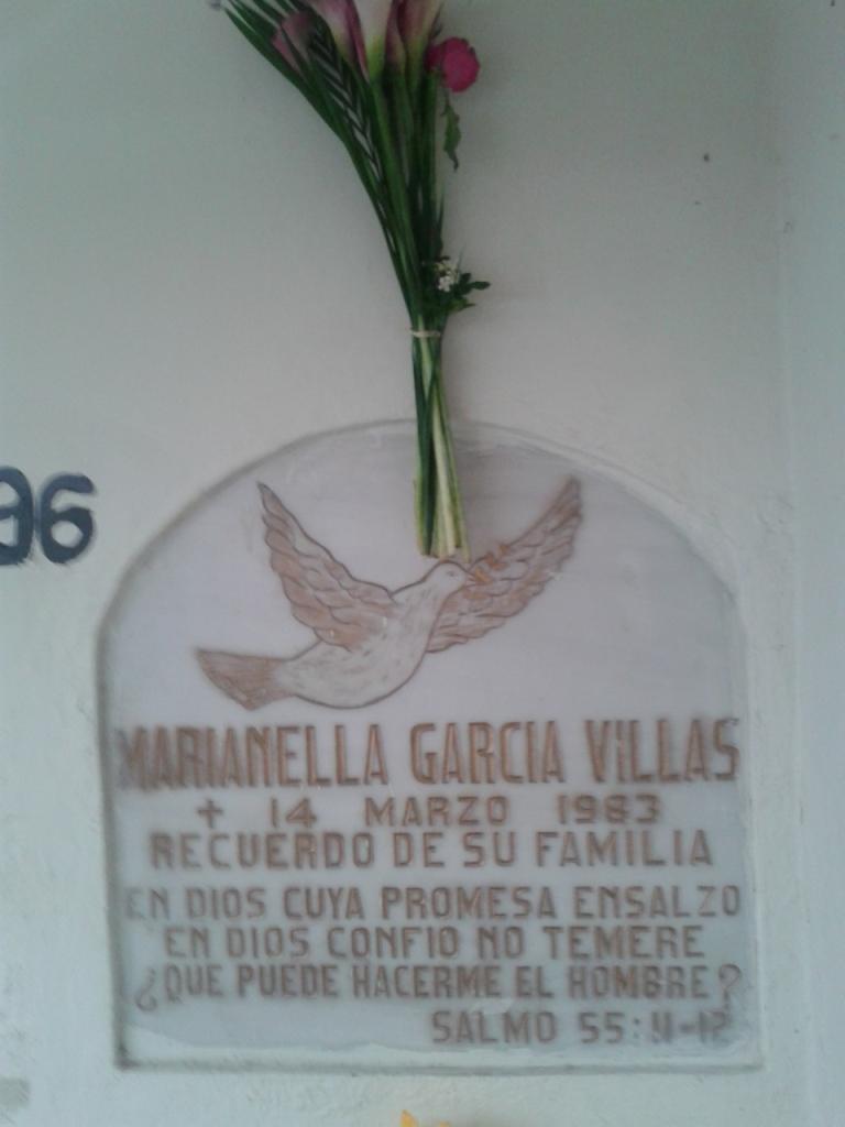 """Tomba di Marianella nella cappella """"Beneficiencia Spagnola"""" del Cementerio Municipal"""